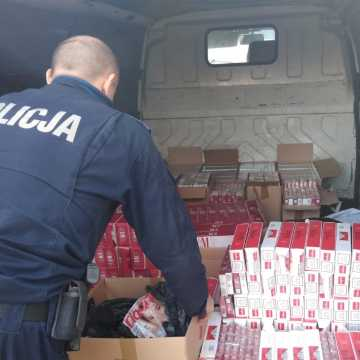 Przewozili 120 tysięcy nielegalnych papierosów