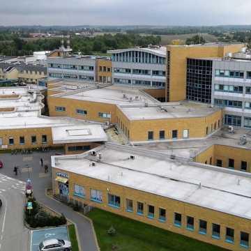 W szpitalu w Radomsku z każdym dniem przybywa pacjentów z Covid-19
