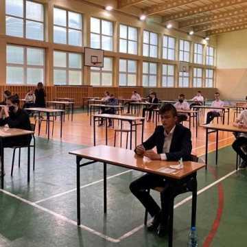Wyniki egzaminu ósmoklasisty w Radomsku. Najlepsze PSP nr 8