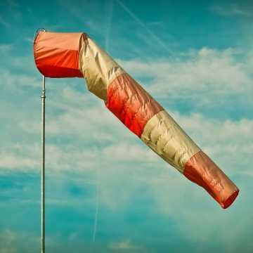 Ostrzeżenie przed silnym wiatrem dla Radomska i powiatu