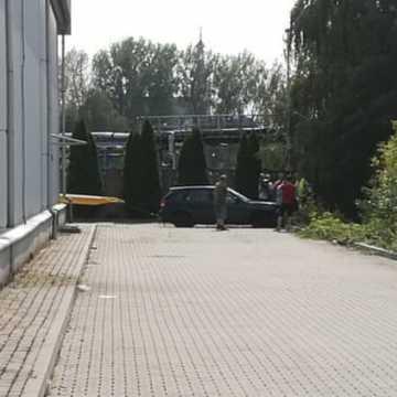 Wjechał do Radomki. Kierowca zasłabł za kierownicą