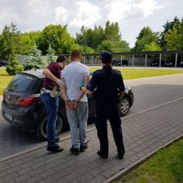 Podejrzany o rozbój w rękach policjantów