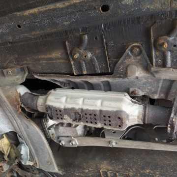 Policjanci z Radomska zatrzymali złodzieja katalizatorów samochodowych