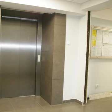 Działa już winda w Starostwie Powiatowym w Radomsku. Remont urzędu dobiega końca