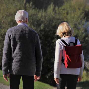 Ograniczenia w poruszaniu się obowiązują także seniorów?