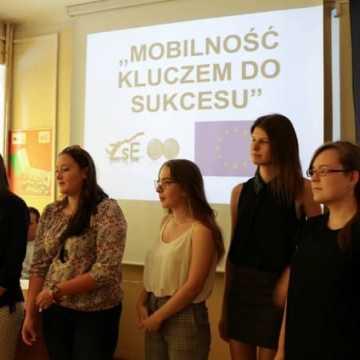 """Podsumowanie projektu """"Mobilność  kluczem  do sukcesu"""" w Ekonomiku"""