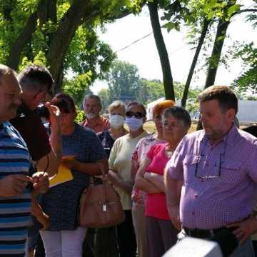 Mieszkańcy Sanik protestują przeciwko budowie nadajnika telefonii komórkowej
