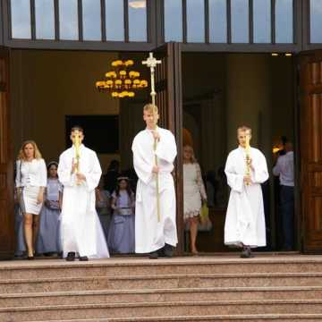Boże Ciało w Radomsku. Z powodu epidemii procesje wokół kościołów