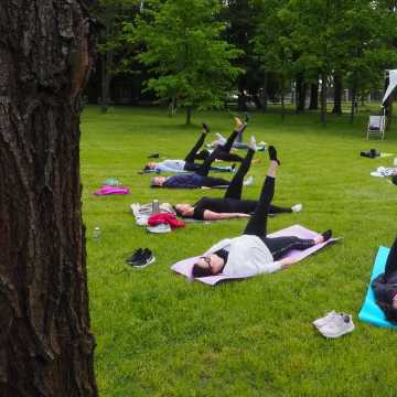 Mamy ćwiczyły jogę