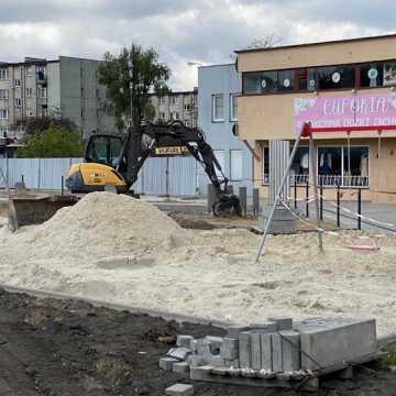 Zagospodarowanie skweru przy ul. Piastowskiej w Radomsku na ostatniej prostej