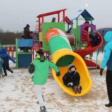 Budżet Obywatelski: Boiska, plac zabaw i tężnia zostały oficjalnie otwarte