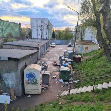 Problem śmieci. Tym razem na ul. Piastowskiej w Radomsku