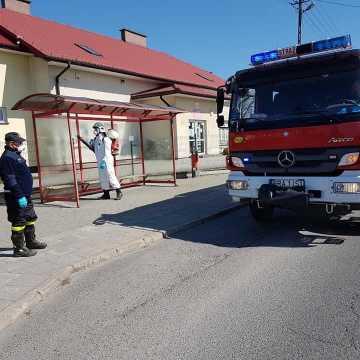 Strażacy dezynfekowali przystanki w gminie Kobiele Wielkie