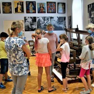 """""""Mozaika i tkanina"""" w muzeum w Radomsku"""