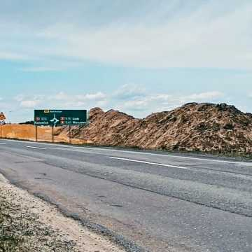 Na węźle w Kamieńsku już widać zarysy wjazdów i zjazdów z autostrady
