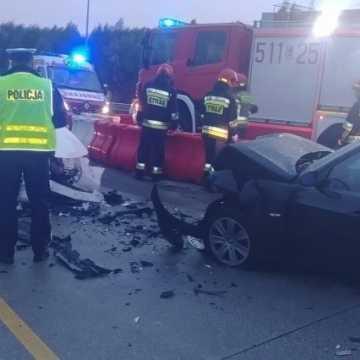 Czołowe zderzenie pojazdów na DK1 niedaleko Radomska. 5 osób w szpitalu, dwie - w tym dziecko są w stanie ciężkim