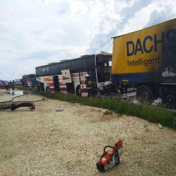 Po wypadku w Bogusławicach utrudnienia na DK1 do 23.00