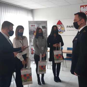 Pracownicy PUP w Radomsku podziękowali strażakom za akcję gaśniczą