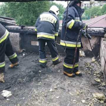 Pożar domu w Dobryszycach. W akcji 5 zastępów straży