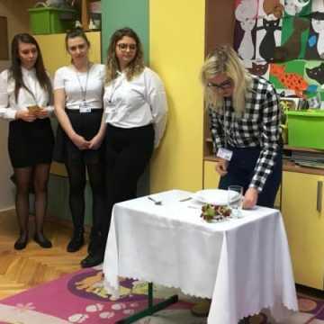 Hotelarze z ZSE z wizytą u najmłodszych
