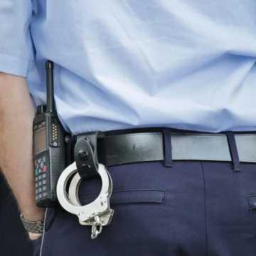 Piotrkowianin zaatakował policjantów: ubliżał i pluł