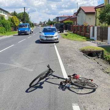 Wyjeżdżała z posesji, wjechała w rowerzystę