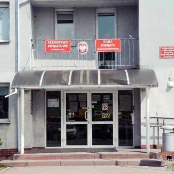 Władze powiatu radomszczańskiego proszą o ograniczenie wizyt w urzędzie