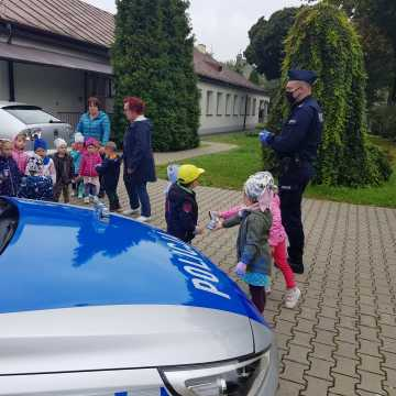 Policjanci spotkali się z przedszkolakami