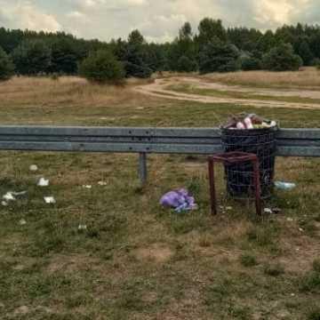 Rekreacja w śmieciach w Zakrzówku Szlacheckim