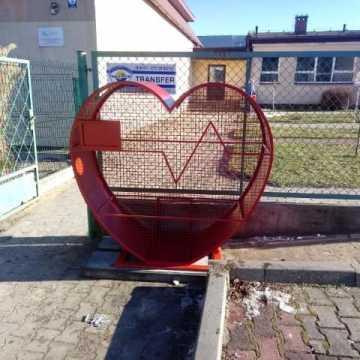 Gomunice: Wrzuć nakrętki do pojemników w kształcie serca