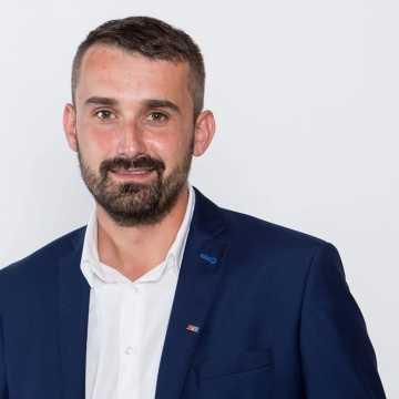 Radny Radosław Rączkowski, czeka na porę i czas