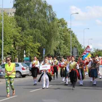 Kolorowa parada artystów z Cypru, Ukrainy i Polski