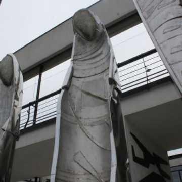 Zniknęły rzeźby Chichot Życia. Pojawiły się Wędrujące Anioły