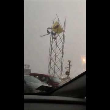 Nawałnica uszkodziła wieżę balonową w Radomsku