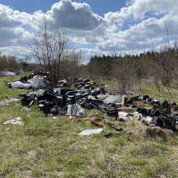 """Gm. Gomunice: składowisko odpadów """"wyrosło"""" nieopodal lasu"""