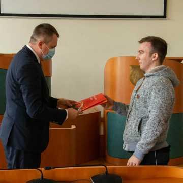 Bełchatów: gratulacje dla złotych stypendystów
