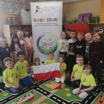 Przedszkolaki z PP nr 2 w Radomsku łączą się zdalnie z kolegami z Litwy