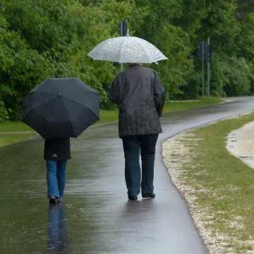 Możliwe intensywne opady deszczu oraz burze