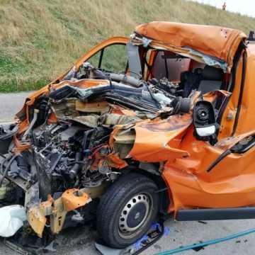 Wypadek na DK1 niedaleko Kamieńska. Zderzyły się 3 pojazdy. Jedna osoba ranna