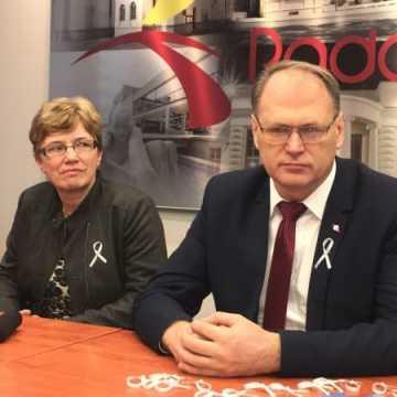 Biała wstążka symbolem kampanii przeciwdziałania przemocy