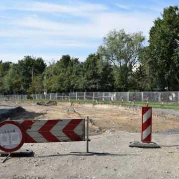 Przy ul. Piastowskiej powstaje parking