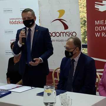 Podpisano umowę na dofinansowanie remontu sali widowiskowej MDK w Radomsku