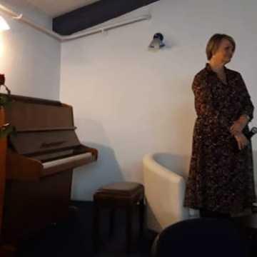 """""""Ten czas"""". Ewa Kaczmarczyk promowała swój tomik poezji"""