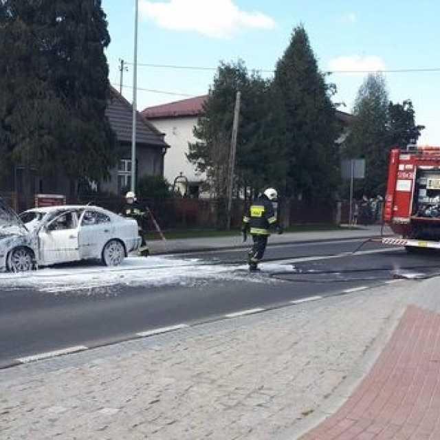 W Żytnie spłonął samochód