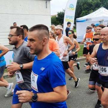 Ponad setka biegaczy stanęła na starcie biegu ulicznego w Radomsku
