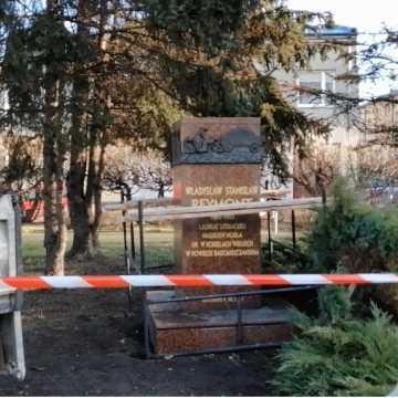 Pomnik Reymonta w Radomsku w remoncie