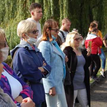 Marsz Wolności w Radomsku: mandaty za łamanie obostrzeń, jedna osoba zatrzymana przez policję