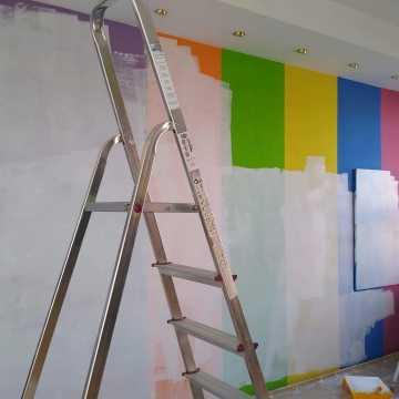 Licealistki z częstochowskiego plastyka namalowały mural w PSP nr 7 w Radomsku