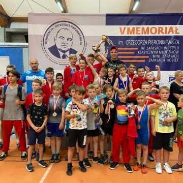 Worek medali zapaśników ZKS Radomsko na memoriale w Raciborzu