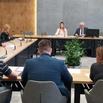 Radni domagają się zdalnej sesji Rady Miasta w Radomsku